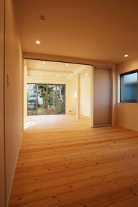 細かく区切られていた部屋を一体化することにより、広く開放感のある空間に。