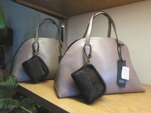 鮮やかなものからシックなものまで、上質なバッグがいっぱいです。